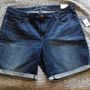 Universal thread Bermuda jean shorts 20, 20W